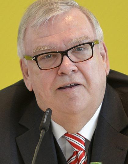 Wie Dr. Paul-<b>Otto Faßbender</b> (Foto: Arag) im Gespräch mit den Journalisten ... - fassbender_paul-otto_dr_ARAG_17-6-2015